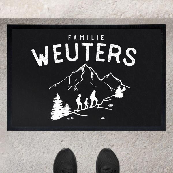 Fußmatte mit Motiv Wandern Wanderer in den Bergen und Namen personalisiert